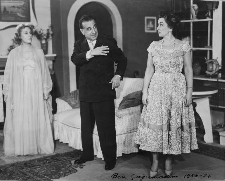 """""""Ben çağırmadım"""" oyunundan bir sahne (1956-1957) F_03736 soldan G önül Ülkü, Vasfı Rıza, Nezahat Tanyeri"""