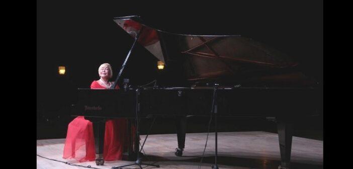 Piyanist Gülsin Onay,Bitez'de klasik müzikseverlerle buluştu